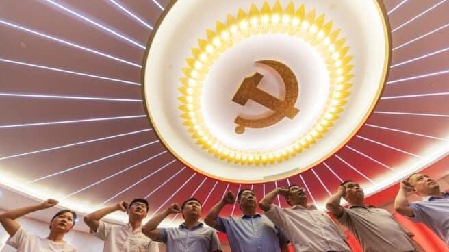 Varios militantes del Partido Comunista de China, en la celebración del centenario de su creación