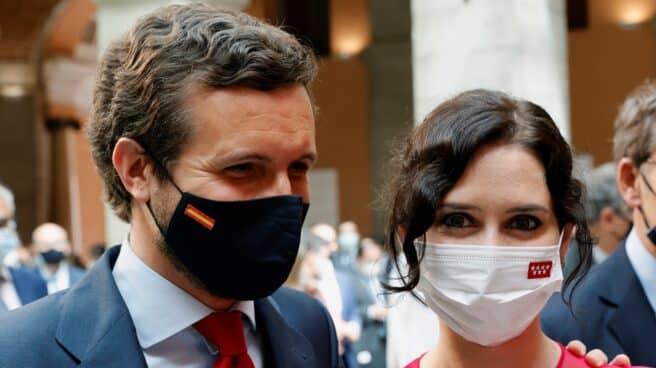 El presidente del Partido Popular, Pablo Casado junto a la presidenta de la Comunidad de Madrid, Isabel Díaz Ayuso durante su investidura.