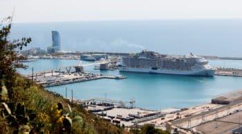 El MSC Grandiosa, primer crucero internacional que atraca en Barcelona en 14 meses