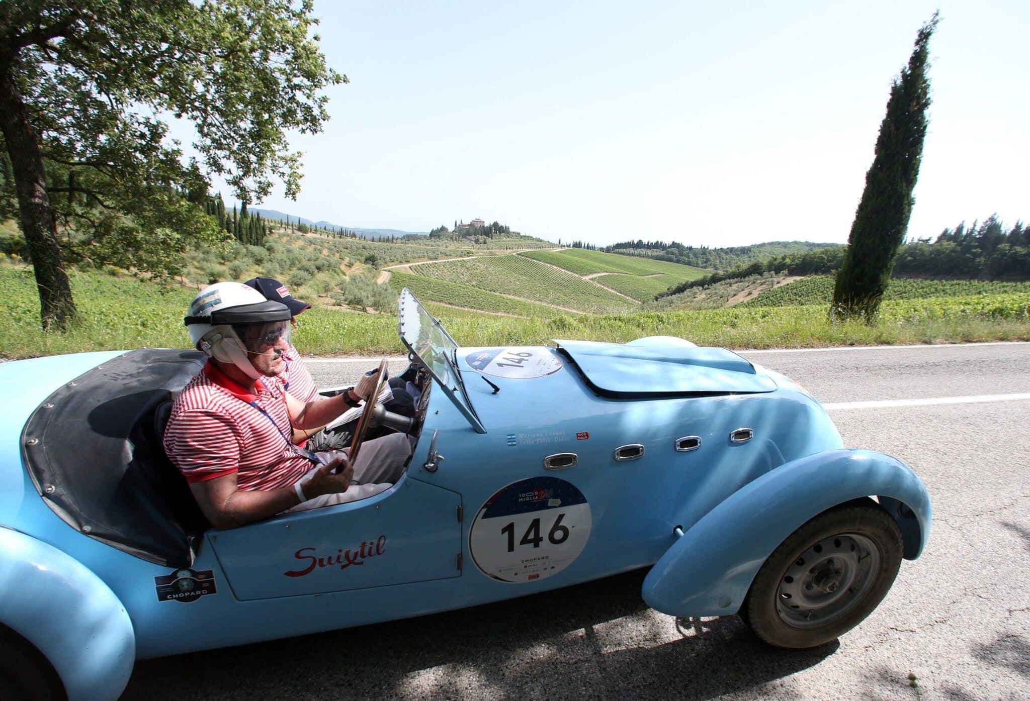 Healey 2400 Silverstone D-Typ de 1949 durante la Mille Miglia (Italia).