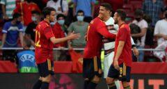 Podemos, Bildu y Compromís critican que se vacune a los futbolistas de la selección