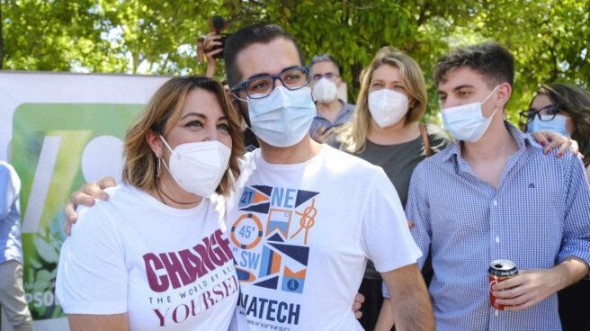 """Díaz en Gines (Sevilla) con el reclamo como camiseta: """"Cambia el mundo siendo tú mismo"""""""
