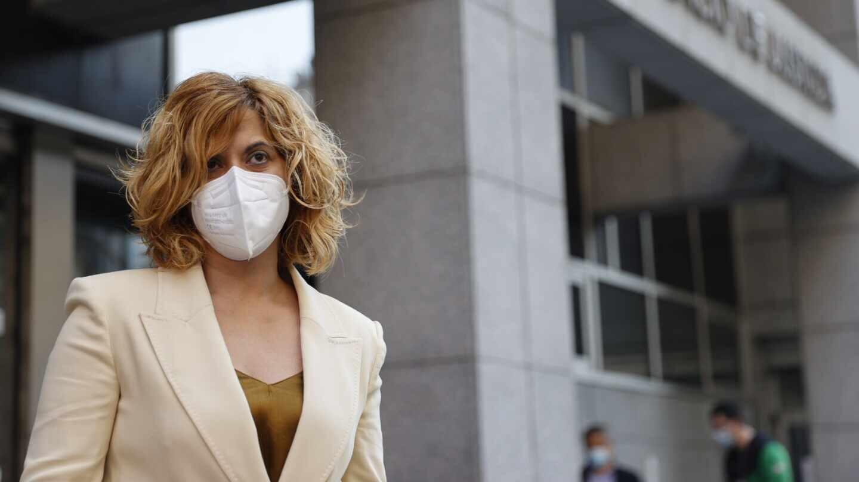 Irune Costumero llega al juicio contra el Servicio de Menores de Vizcaya.