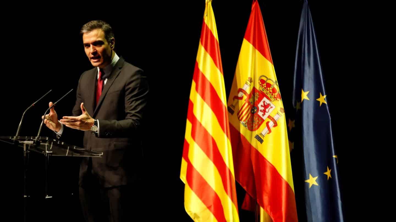 Un independentista interrumpe a gritos el anuncio de Sánchez sobre los indultos