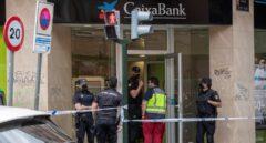 Un atracador apuñala a varios policías en una sucursal de Murcia