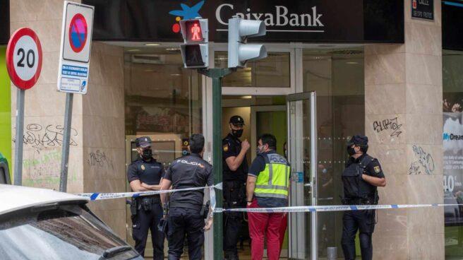Sucursal de Murcia en la que el atracador hirió a los policías.