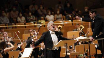Ovación de tres minutos a Plácido Domingo en su regreso a España tras año y medio