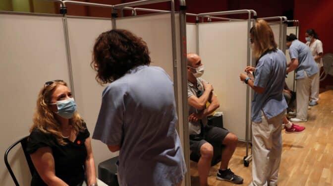La incidencia del coronavirus en España sigue descendiendo a 104 casos