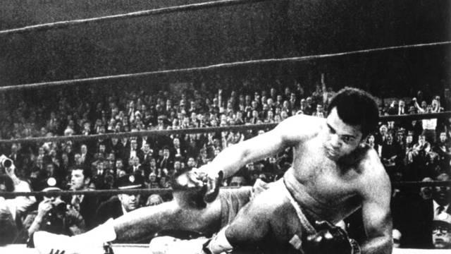 El boxeador estadounidense, Muhammad Ali, durante un combate en Nueva York en 1971