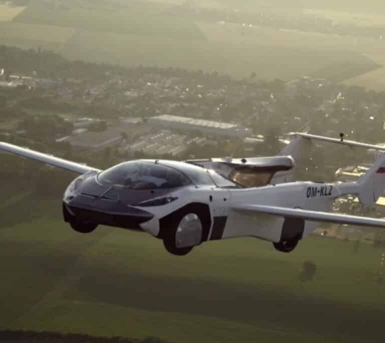 El futuro está aquí: un coche volador cubre 80 kilómetros en 35 minutos