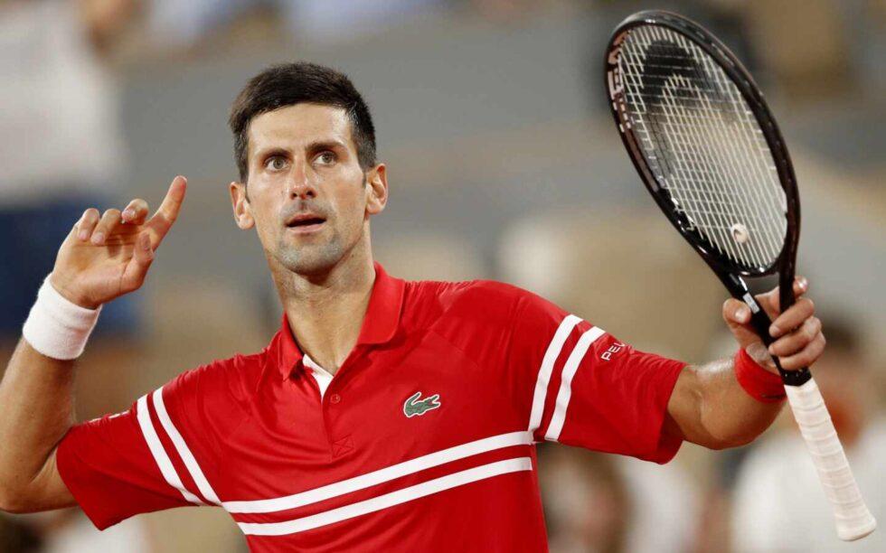Djokovic celebra un punto en la semifinal de Roland Garros ante Rafael Nadal