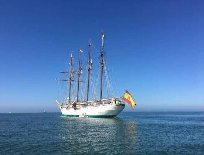 El recibimiento en Cádiz al Juan Sebastián Elcano