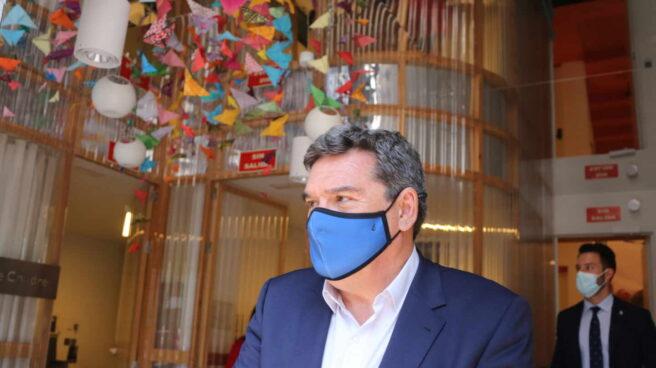 El ministro de Inclusión, Seguridad Social y Migraciones, José Luis Escrivá, durante su visita al centro de recursos de Save the Children, en Madrid.