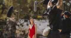 Mario Casas y Mireia Oriol invitan a un verano sostenible con Estrella Damm