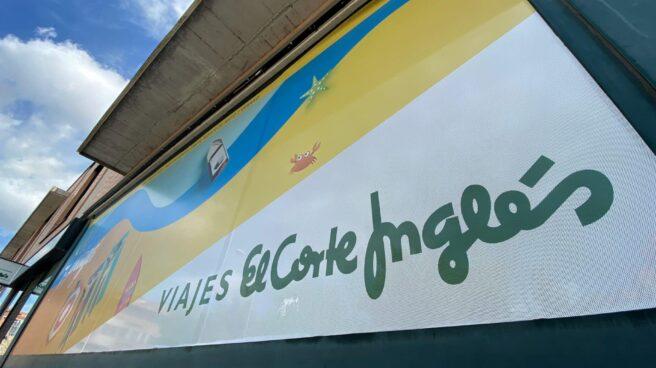 Fachada de un local de Viajes El Corte Inglés.