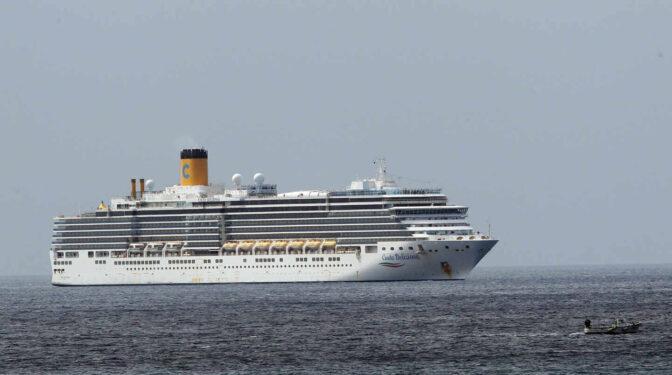 El retraso en la vuelta de los cruceros a España refuerza a Grecia o Chipre como rivales