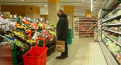 Imagen de un hombre en un supermercado.