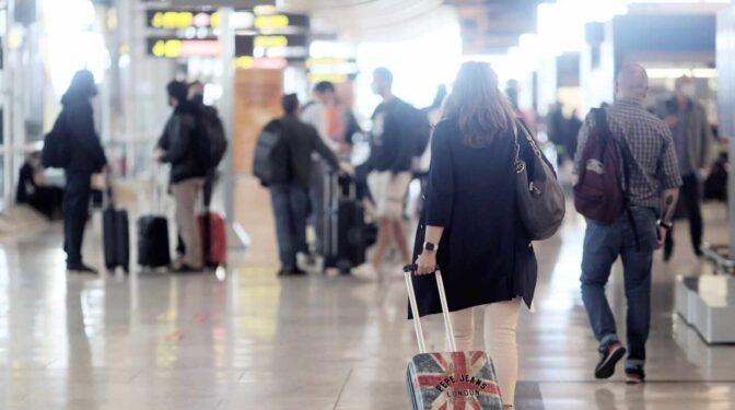 Seguros de viaje, coches de alquiler o 30 días de ocio y trabajo: las tendencias del turismo para este verano