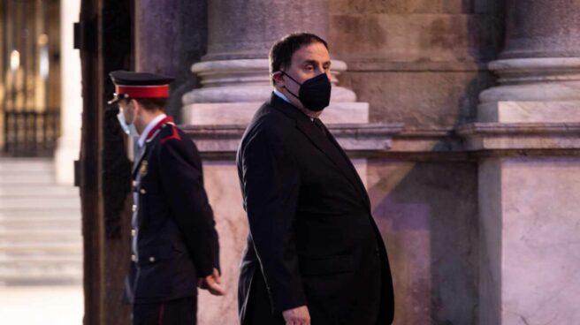 El presidente de ERC, Oriol Junqueras sale del Palau de la Generalitat.