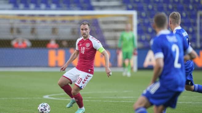 Christian Eriksen, en una acción durante el amistoso entre Dinamarca y Bosnia.