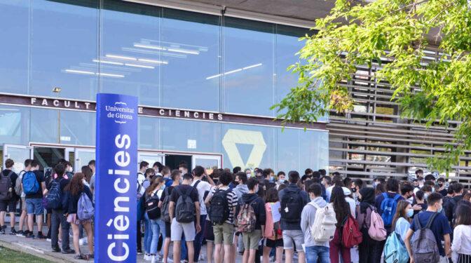 La Generalitat, denunciada por incumplir la orden de ofrecer los exámenes de selectividad en castellano