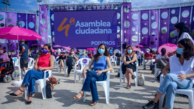 Ione Belarra, en el centro, en la Asamblea de Podemos.