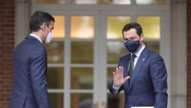 Moreno traslada a Sánchez que no tiene intención de convocar andaluzas en otoño, aunque le beneficie