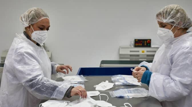El 'efecto vacuna' hunde el precio de las mascarillas: ya valen lo mismo que antes de la pandemia