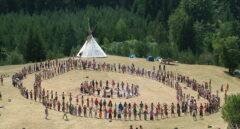La 'Familia Arcoíris', el grupo de 150 'hippies' que ha acampado en La Rioja