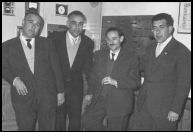 De izquierda a derecha: Mariano Rojas, Manuel Lugo, el señor Largo y un hombre sin identificar en una foto de finales de los 50 en la primera tienda de sonido de la calle del Barquillo