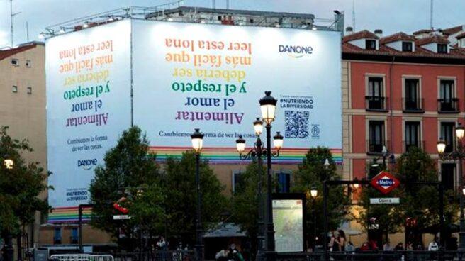 Lona que Danone ha desplegado en la plaza de Ópera de Madrid con motivo de la iniciativa #NutriendoLaDiversidad.