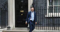 Dimite el ministro de Sanidad británico por incumplir el distanciamiento social para besar a su amante