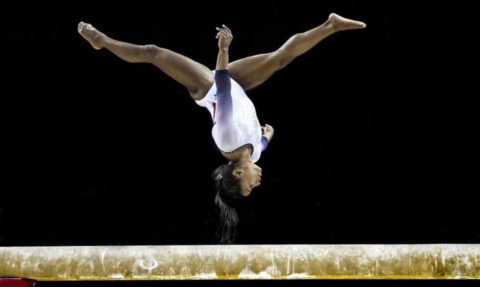 La gimnasta estadounidense Simone Biles, durante un ejercicio en el año 2019