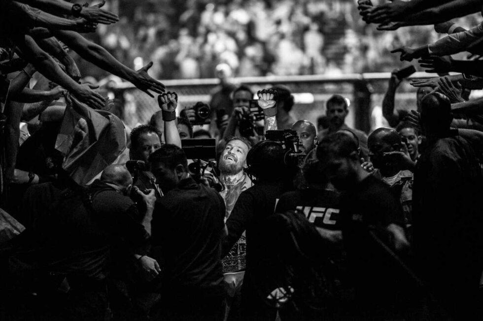 El luchador irlandés Conor McGregor tras ganar un combate de la UFC en 2017