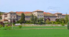 Decenas de funcionarios de prisiones de Zaballa viven en un internado escolar de una orden religiosa