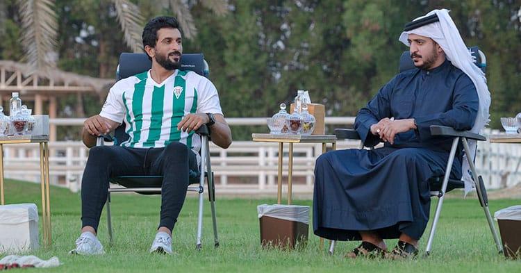 El príncipe Nasser bin Hamad Al Jalifa, de Bahréin, con una camiseta del Córdoba CF