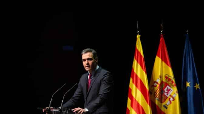 Sánchez medita llevar a septiembre los cambios de ministros y la mesa con Cataluña
