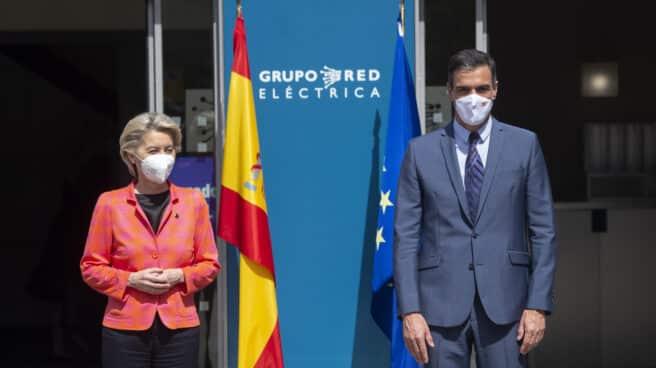 La presidenta de la Comisión Europea, Ursula von der Leyen y el presidente del Gobierno, Pedro Sánchez