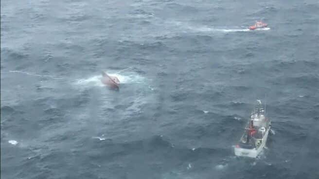 El 'Sempre Gúeto', tras naufragar en Cedeira
