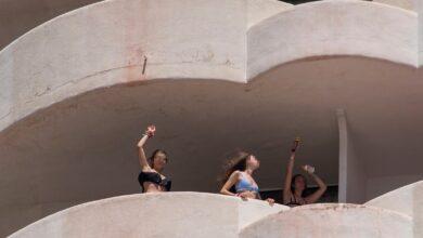 La jueza permite salir de los hoteles de Mallorca a los estudiantes que ya han dado negativo