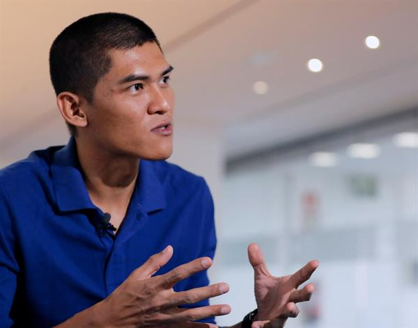 """La huida de película del periodista que escapó de Birmania a Madrid: """"Ha sido mucho peor que en 'La Terminal'"""""""