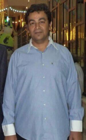 Ahmed, en una fotografía familiar antes de su arresto