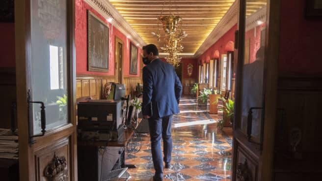 El alcalde de Granada, Luis Salvador, en las dependencias de la alcaldía