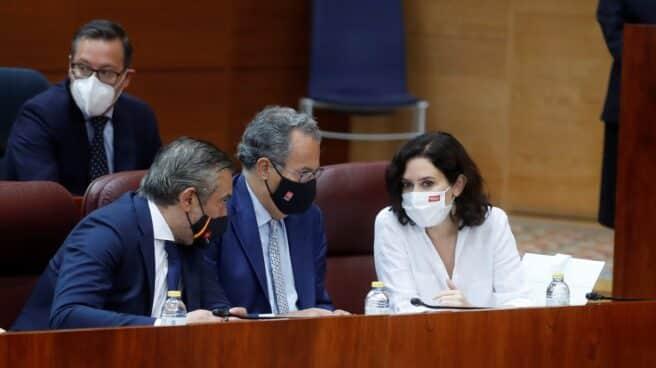 La presidenta de la Comunidad de Madrid, Isabel Díaz Ayuso, en el debate de investidura.