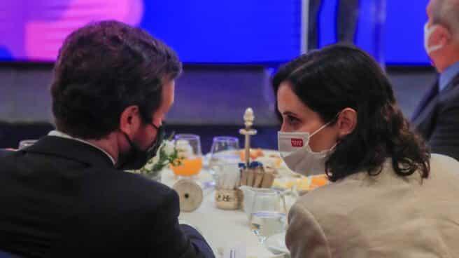 El líder del PP, Pablo Casado; con la presidenta de la Comunidad de Madrid, Isabel Díaz Ayuso