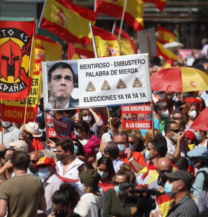 Miles de personas desbordan Colón contra los indultos a los presos del procés
