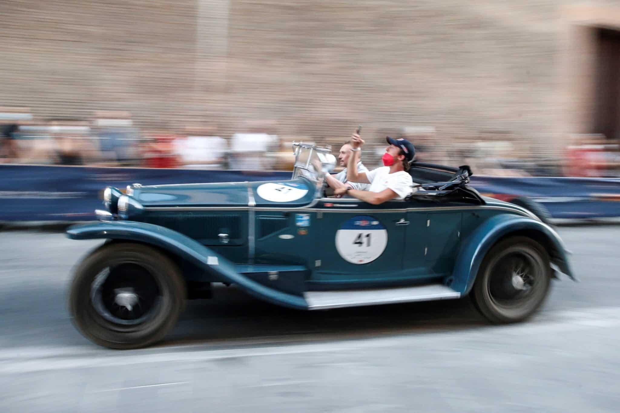Lancia Lambda Spider Casaro de 1929 durante la Mille Miglia (Italia).