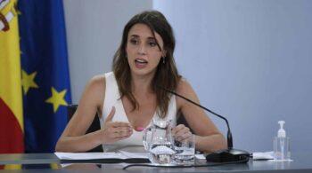 Montero presume de la autodeterminación de género en la Ley Trans tras el enfrentamiento con Carmen Calvo