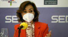 """Carmen Calvo bromea en plena polémica sobre la luz: """"El temazo no es a qué hora se plancha, sino quién plancha"""""""