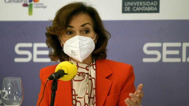 La vicepresidenta del Gobierno, Carmen Calvo, en un foro en Santander.